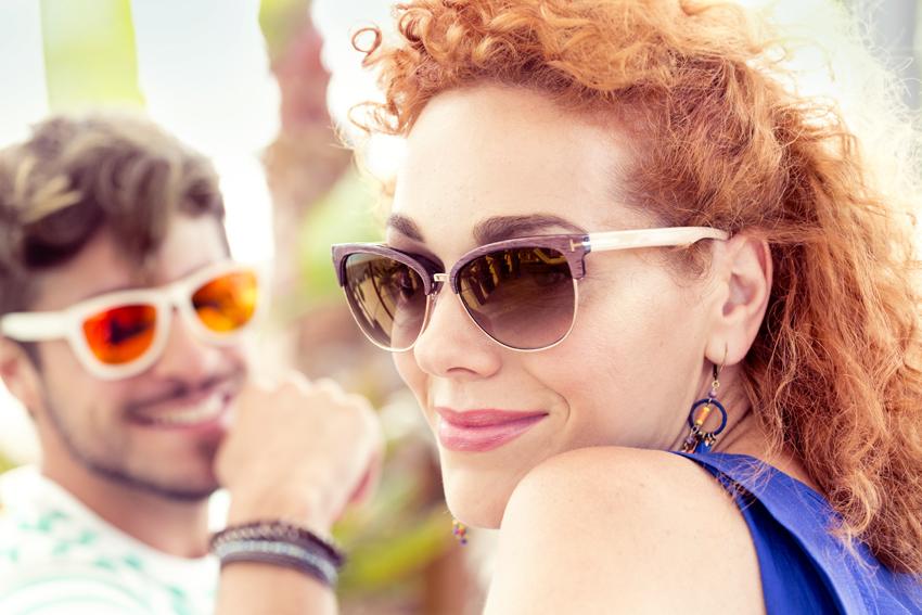 Okulary przeciwsłoneczne – modny gadżet czy konieczna ochrona dla oczu?