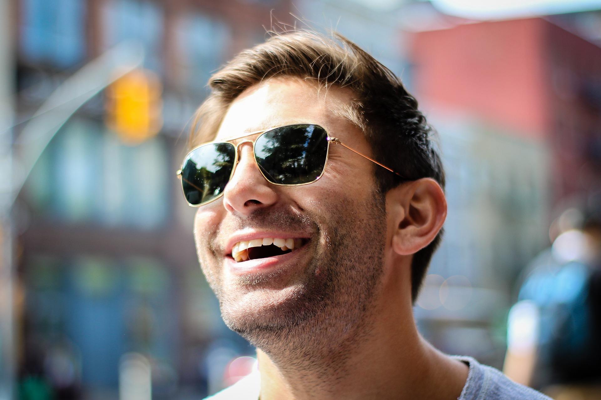 Okulary korekcyjne kupujemy u optyka-rzemieślnika, przeciwsłoneczne w supermarkecie.